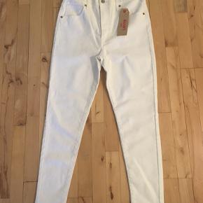 Jeans fra Levis  Model: Mile High ankle super skinny Str: 31 Bytte ikke ! Sender med Dao 37  Afhente på Amager.