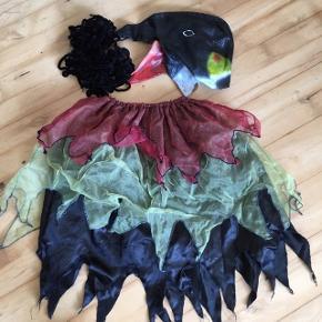 Halloween fugl , nederdel fuglehovedmaske og edderkoppespind med 2 edderkopper Nederdel med elastik.  Passer 6-14 år  Kostume udklædning fastelavn halloween   Sender gerne