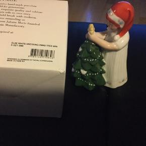 Royal Copenhagen figur :: Else med juletræ og hvid kjole ny og ubrugt figur kun  pakket ud til foto  5 021 096 Else White dressing xmas tree mini  Fast pris 599 kr  Sender + Porto