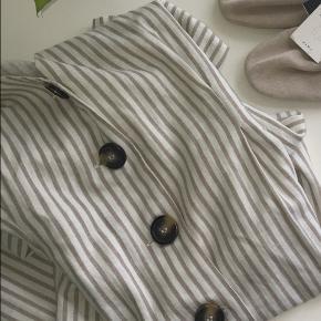 Rigtig sød kjole med bindesløjfe, kun brugt få gange. Er xs men fitter også s.