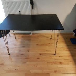 Ballerup spisebord fra jysk. 120x76 cm. Brugt sparsomt - kun brugt under besøg og til at have ting på.  Nypris 800 kr - nu 550 kr. Bud modtages