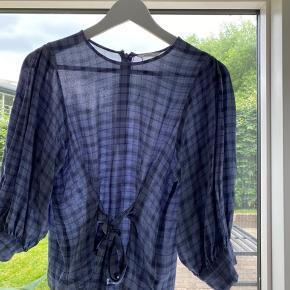 Super fin bluse fra envii  Har ingen tegn på slid  Str xs Mp:200kr