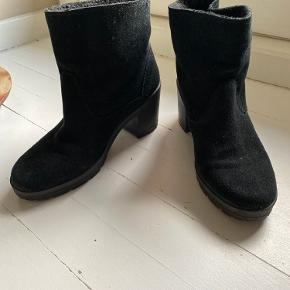 Perfekte støvler med foer. God komfort og chunky hæl