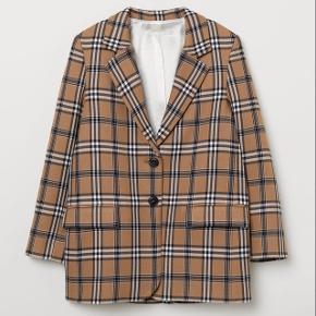 Flot ternet blazer fra H&M trend. Aldrig brugt. Oversize i modellen. Str. 34. Jeg bytter ikke. Nypris 700 kr.