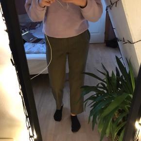 Flotte vintage bukser. sælges da jeg synes de er for korte til mig, jeg er 176 cm. Byd gerne🌸