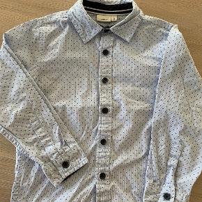 Meget fin skjorte der kun har været på 4-5 gange. Ingen pletter el lign!