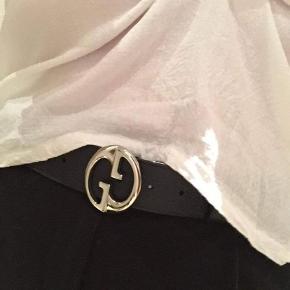 Gucci bælte med både en brun og en sort side Skriv for bedre billeder Byd