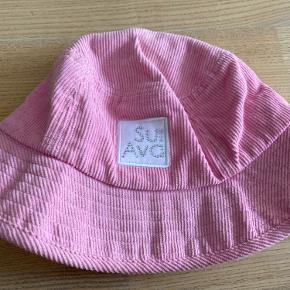Smuk lyserød bøllehat fra Sui Ava.