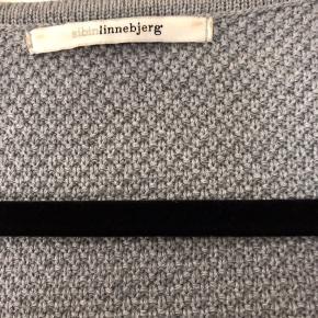 Rigtig flot lang cardigan fra Sibin Linnebjerg sælges nypris 999kr