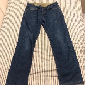 De her bukser er brugt i kort tid, størrelsen er 31/34. Normalpris 500 kr.