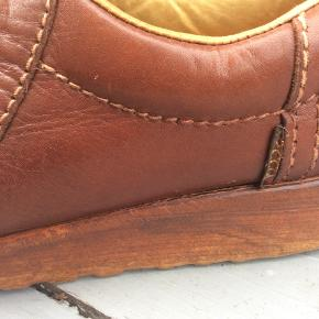Sælger min gamle tidløse slidstærke smukke unika Ecco retro lædersko, de er brugte, men stadig i god stand. Se foto for stand og fine detaljer. Prisen er fast, giver god mængderabat. 300 pp