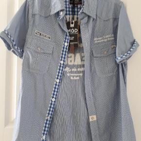 Mod 8 skjorte