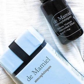 Annee de Mamiels eksklusive serie af økologiske, håndblandede produkter, indeholder kun de reneste ingredienser. Annees baggrund som bl.a. ansigtsakupunktør er i høj grad omsat i hendes hudpleje, som mange skønhedsredaktører på alt fra Vogue til Harper's Bazaar har som personlig favorit.  Intense Nurture Antioxidant Elixir er er serum, der gør, hvad navnet siger: Giver huden et boost af fugt og antioxidanter, så celleskader forebygges og produktionen af nye celler speedes op.  Indeholder bl.a. superoxid dismutase (kendt fra Tromborgs eksklusive North serie), fugtgivende hyaluronsyre, myrra, bergamot, stormhat, lavendel og jasmin.  Ny og helt ubrugt, stadig i æske (som er en skønhedshistorie i sig selv). Full size 30 ml., som koster €120 eller ca. 900 DKK på Net-a-porter.  Sælges for 450 kr. + porto  Bytter ikke.