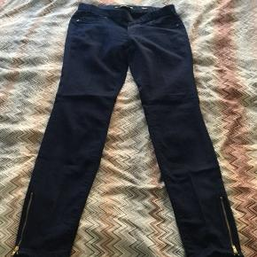 Like new Zara leggings in size 38. Fits size small. Mp 50