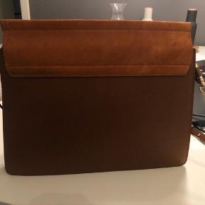 Sælger denne flotte faye taske fra Chloe i Tobacco. Kun brugt 2 gange. Købt på MyTheresa for et år siden. Nypris omkring DKK 12.000. Sælges for DKK 9.000.