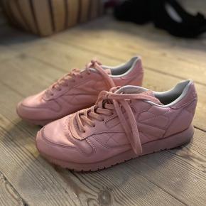 Reebok Classic i lyserød