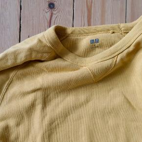 Uniqlo sweatshirt. Barley used. Original price 200 DKK