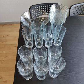 12 vandglas 8 longdrinks glas  9 skåle 1 stor skål Sælges helst samlet  Sendes ikke.  Sælges for min søn. Ved interesse, skriv til ham på 51940173