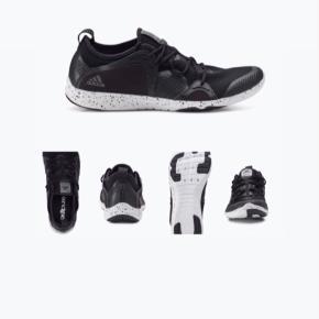 Model: Adipure 360.4 i sort og hvid.  Brugte, men i rigtig fin stand -og har stadig en masser i sig.  - pris sat derefter.   Se (info på) billeder.   Fast pris. - plus porto hvis sendes.   Bytter ikke.        Annoncen slettes når solgt, så ingen grund til at spørge om dette 🙂  Useriøse henvendelser frabedes.      #adidas #sneakers