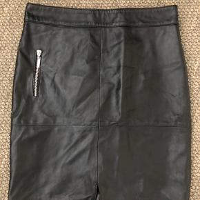 Broch Leather nederdel