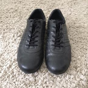 Sort skind sko str 38,5 Brugt en gang