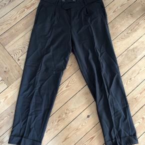 Hugo boss habit bukser i sort  Str XL  Brugte - og blevet renset  Kan sendes på købers regning - eller hentes i Fredericia   Se andre annoncer