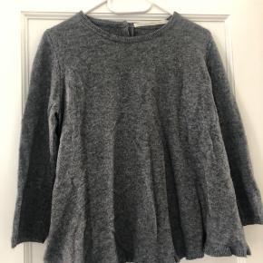 Flot 100% cashmere bluse. Er lille i str, passer en s/m