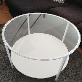 Sofabord fra IKEA sælges. Ca. 11 mdr. gammelt. Fejler intet. Kan leveres i Kbh for 50 kr.