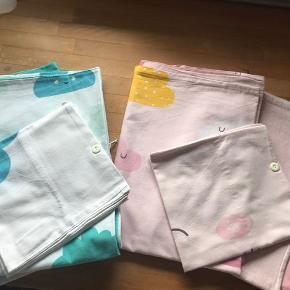 Sengetøj til baby til drenge og til piger hver med 2 dynebetræk og 1 pudebetræk