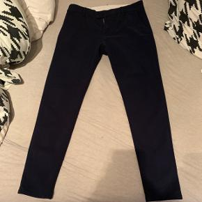 SNT Suitpants i navy blå. Størrelse ren 32. Brugt 3 gange.  Nypris 899