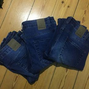3 par denim jeans bukser fra ONLY & SONS aldrig været brugt I 3 forskellige størrelser :  W 33 / L 32  W 31 / L 32  W 32 / L 32 Samlet pris 250 eller 100 pr. stk. Mødes i Århus eller sendes