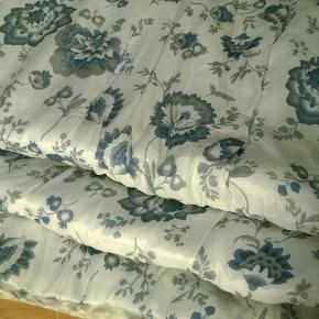 422 Vattæppe 145 x 200cm 100% polyester. Mig bekendt har det ikke været i brug.