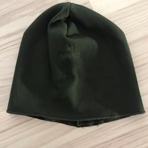 Fleece hue  Købt til værnepligt, men ikke brugt Skriv for mere info