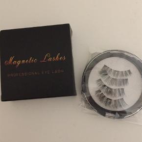 Varetype: Kunstige øjenvipper Størrelse: One Farve: Sort  Magnet vipper