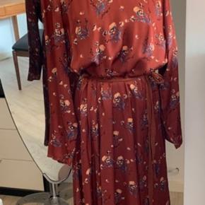 Flot kjole fra rue de femme. Str xl.  Aldrig brugt.  Pris 400 kr