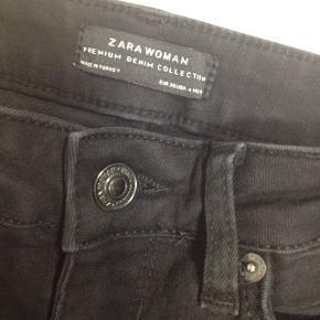 Jeans fra Zara  Det er en ankel model.  Ben ca 68cm  Let brugte.  Ryger til genbrug i næste uge.