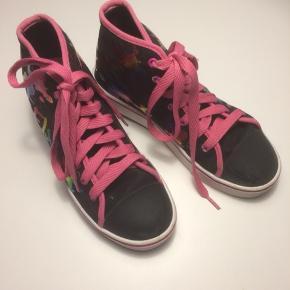 Hellys rulle sko kun brugt få gange, er som nye. Nypris 499kr sælges for kun 130kr...