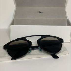 Dior sorte So Real solbriller. Brugt få gange og i god stand. Original brille etui medfølger.