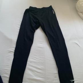 Hejsa.  Sælge Trine gymshark tights i str M De er brugte, men farven er ikke forvasket.  Byd! :)