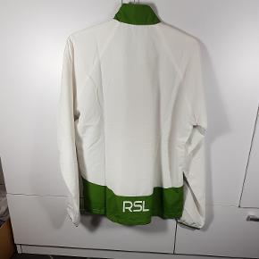 Helt ny Windbreaker fra mærket RSL. I str. S. Har flere i denne str. Normal pris i butikker er 250kr. Så sælges meget billigt. Skriv endelig ved spørgsmål 😀