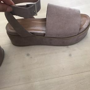Super fine ruskind like sandaler 👡 Stor set ikke brugt, og sælges af den grund🌸
