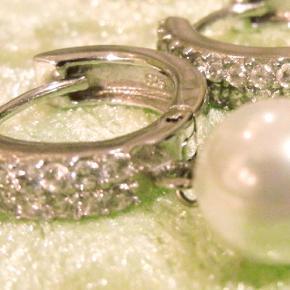 Creoler øreringe med similisten i 925 sølv. Længde ca. 3 cm og bredde ca. 2,5 cm. #30dayssellout