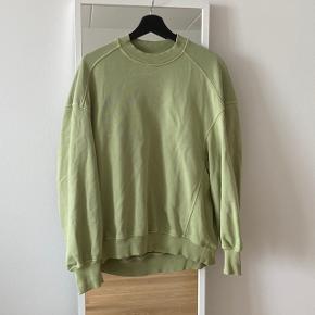 Super fed sweatshirt fra & Other Stories. Den er stor i størrelsen :) Ingen pletter, fejl eller huller.
