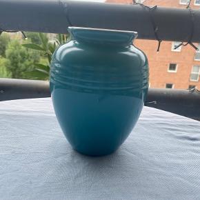 Le Creuset vase