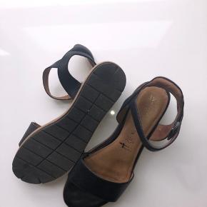 Sælger disse sandaler fra tamaris. De er kun brugt to gange, men ingen tegn på slid