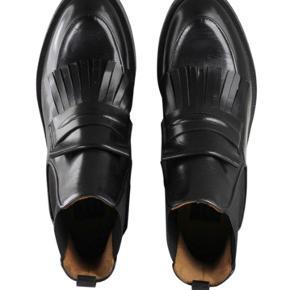 Billi Bi Støvler, Aldrig brugt - Været udenfor én gang! Bruger normalt 41 i Nike sko. Billi Bi Støvler, . Aldrig brugt, Er måske blevet prøvet på men aldrig brugt. Ren men ikke vasket. Ingen mærker eller skader