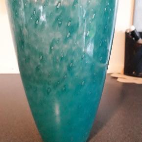 Vase med flot bobleeffekt.  Højde 16 cm