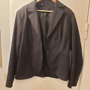 """Vintage blazer str 44. Fin stand. Super pasform. Figursyet men ikke super """"tight""""."""