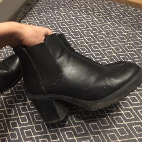 Mine yngningsstøvler har udvidet sig, så jeg ikke kan passe dem. De var en 38, nu 39. Kan gå i dem en hel dag og stadig have fine fødder