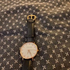Virkeligt fedt ur i læder og guldbelagt